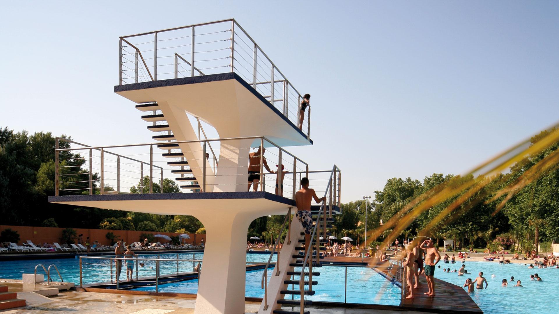 La palmeraie piscine de loisirs avignon for Hotel avignon piscine